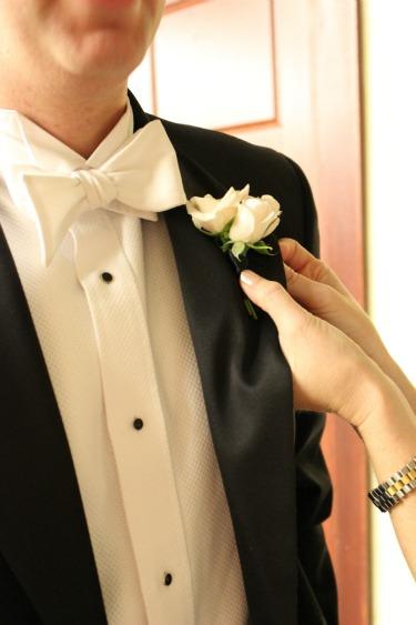 White Wedding, Grooms Boutonnieres, Ideas for Boutonnieres, White Roses, Angie Strange, Posh Floral Designs, Prestonwood Baptist Church, Faith Chapel at Prestonwood Baptist Church,