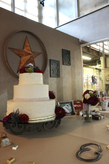 Jadad Designs, Iron Cakestand, Toss bouquet, Western Wedding, Country Wedding, Stockman's Club, Ft worth Stockyards, Posh Floral Designs,