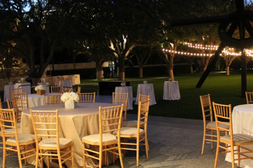 outdoor venues in dallas, dallas wedding florist, nasher sculpture center, gold vases, silver vases, posh floral designs,