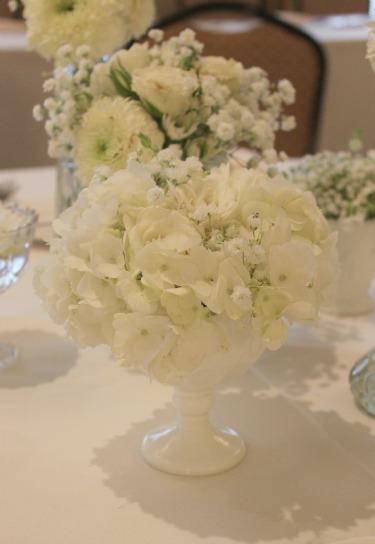 Rustic centerpeices, babys breath, gerbera daisies, whtie flowers, stock flower, rustic wedding flowers,
