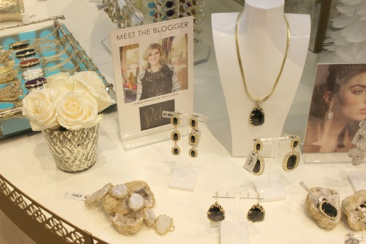 Kendra Scott Luxe, Posh Floral Designs, Vandela Roses, Mercuy Glass Vases, Holiday Centerpeices,