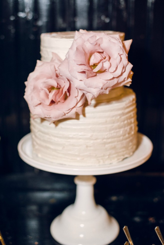 Blush Bridal Bouquet | Blush and Cream Weddings | Wedding Cake Ideas | Quicksand Roses | Petite Cakes