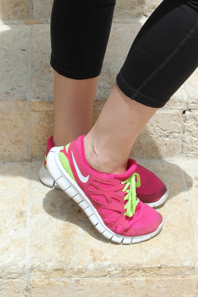 Best Workout Clothes | Best Yoga Pants | Hot Pink Running Shoes | Kendra Scott Earrings