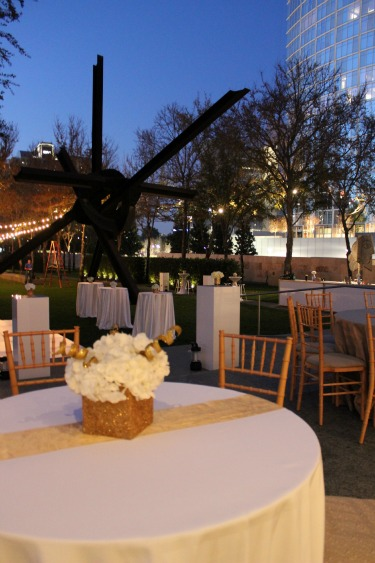 Downtown Dallas venues with a view, outdoor venues in dallas, dallas wedding florist, nasher sculpture center, gold vases, silver vases, posh floral designs,