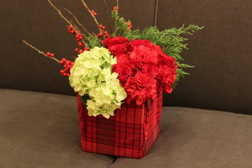 Dallas Wedding Florist, What to wear for Christmas, Cute Christmas Sweaters, Affordable Plaid shirts, Red and Green Centerpieces